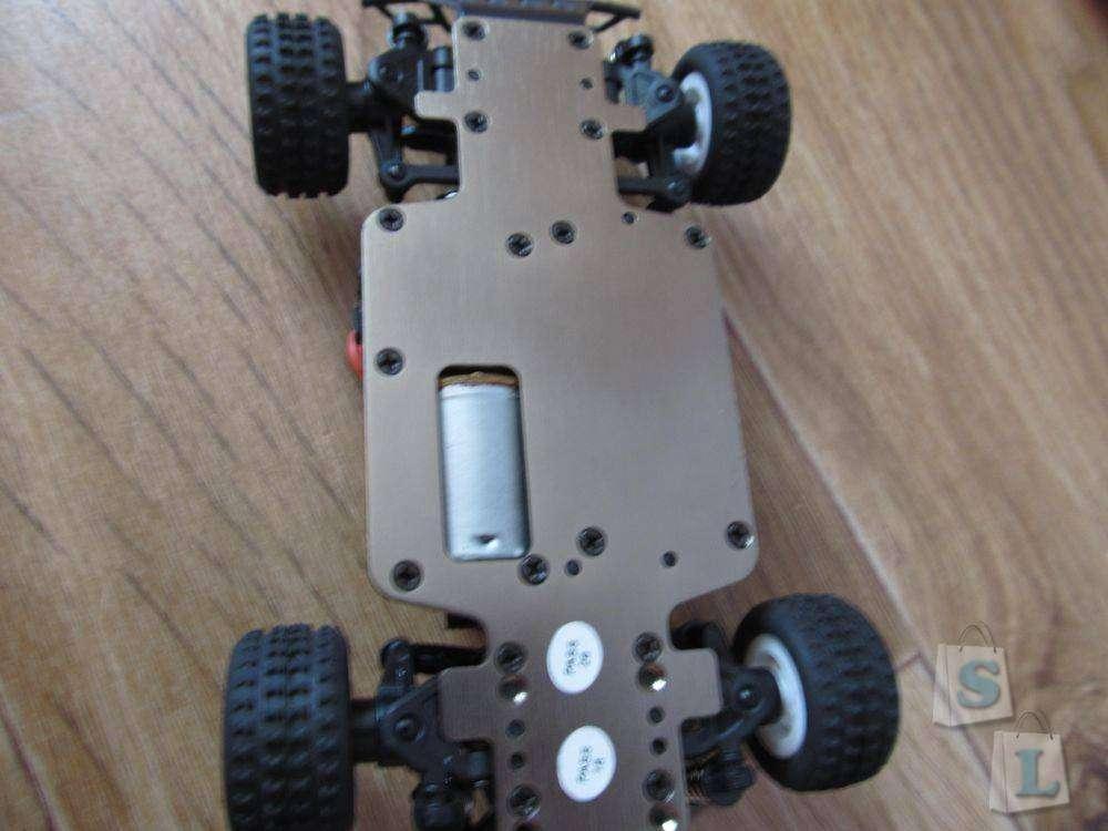 Banggood: Радиоуправляемая машина