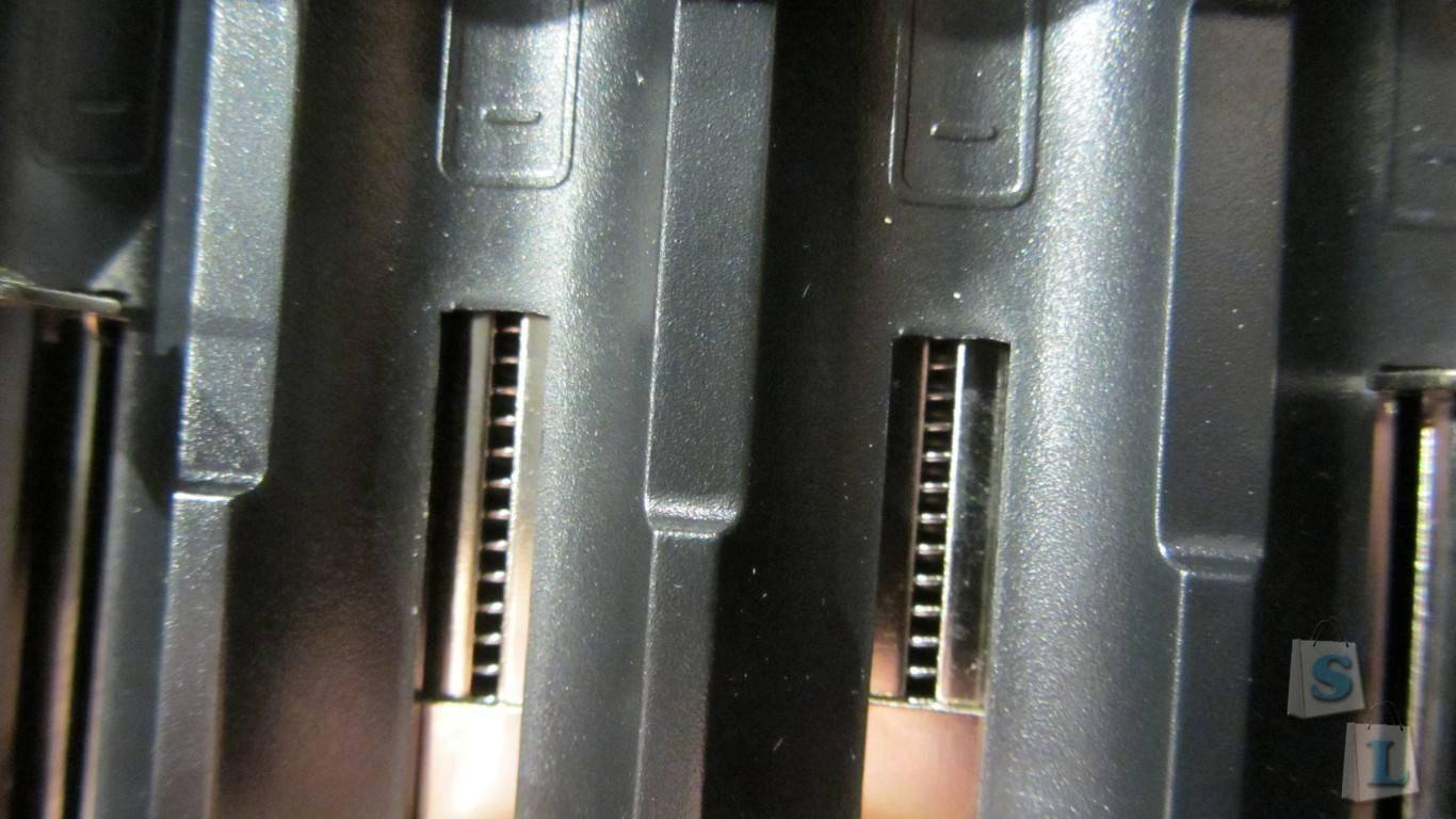 ChinaBuye: Универсальная зарядка Nitecore D4
