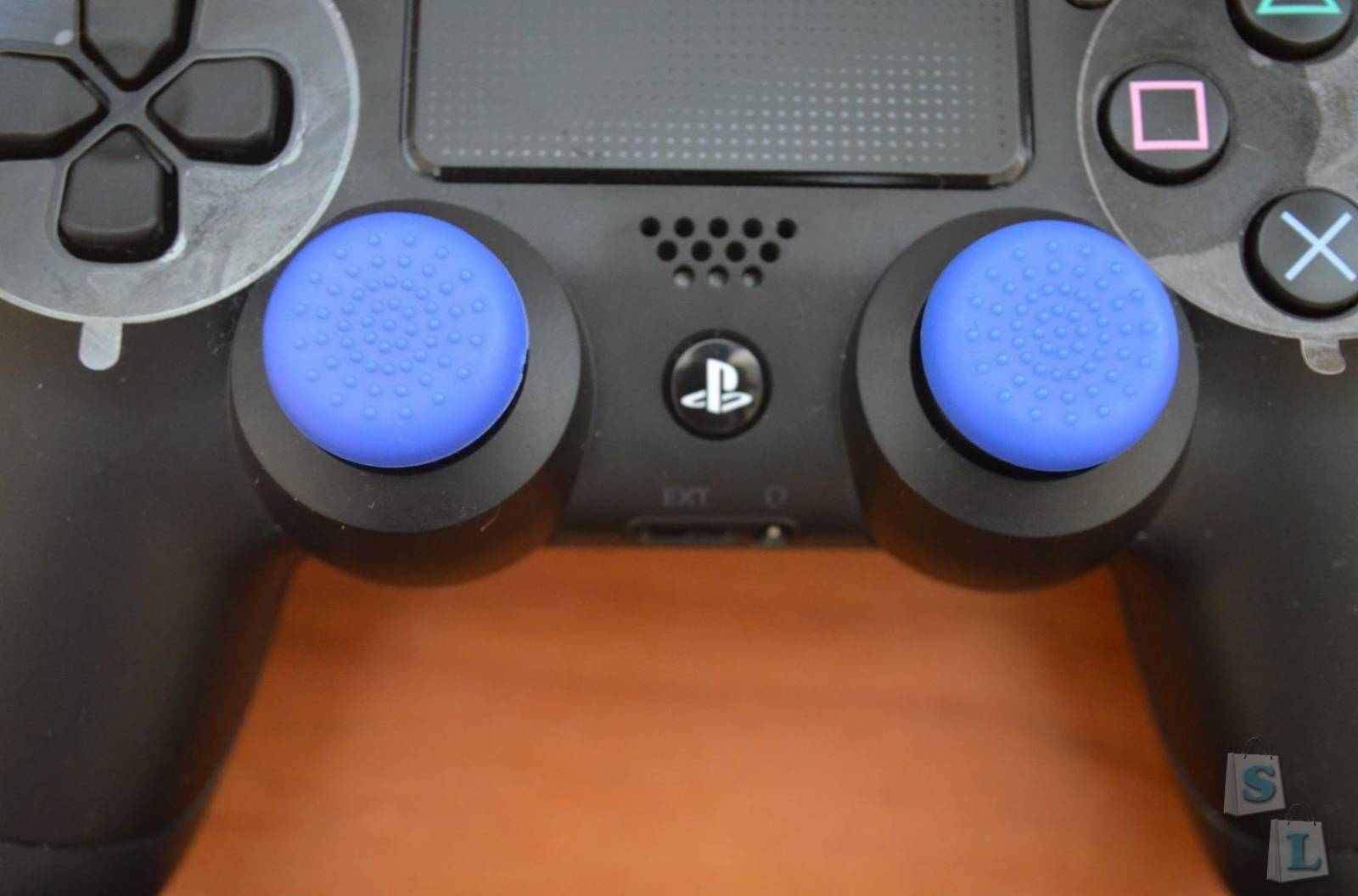 Miniinthebox: Аксессуары для Sony PS4 - подставка и накладки на джойстики