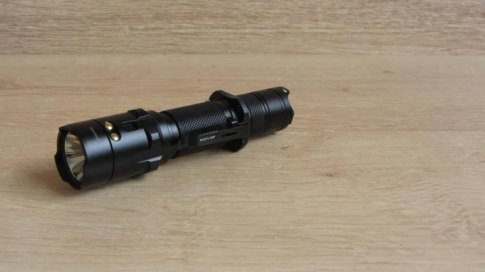 Другие - Китай: Обзор Nitecore R25 - фонаря с док-станцией и аккумулятором в комплекте