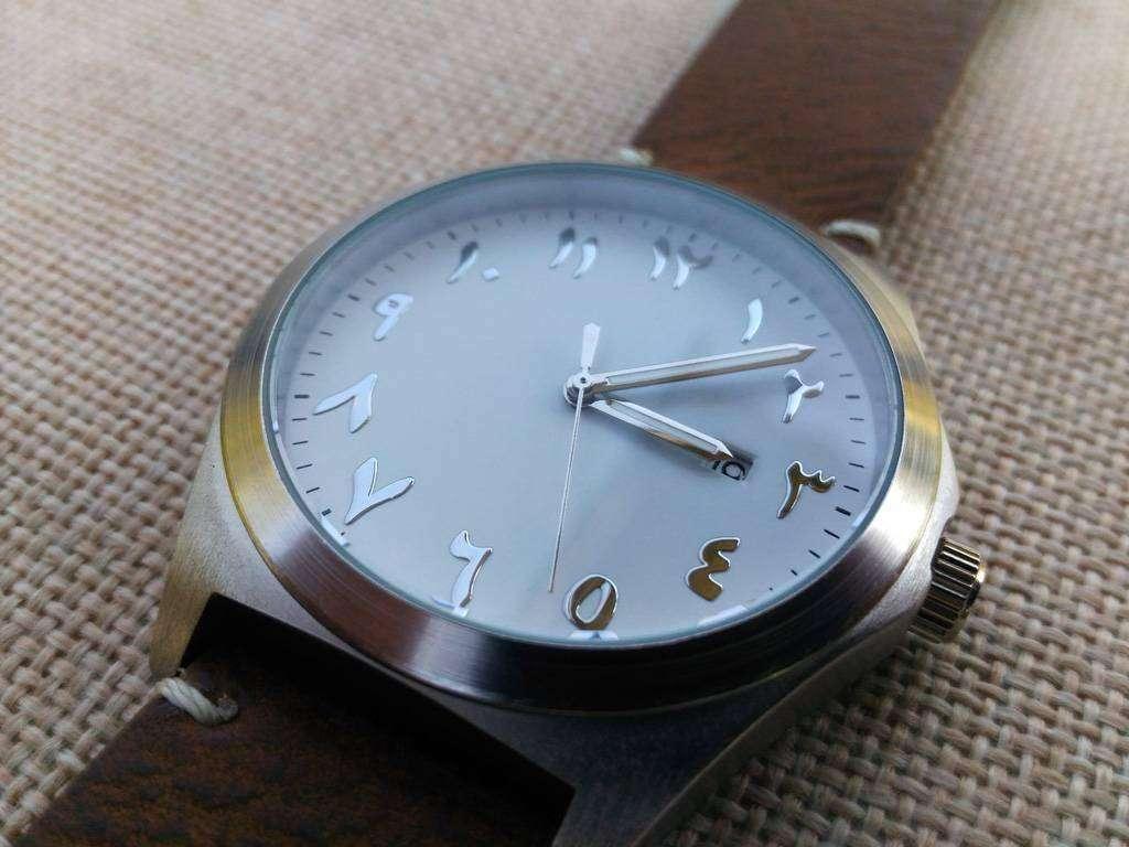 Aliexpress: Еще одни часы с необычными арабскими цифрами