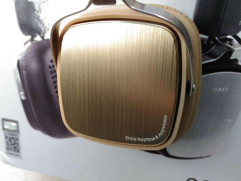 TVC-Mall: Беспроводные наушники REMAX 200HB