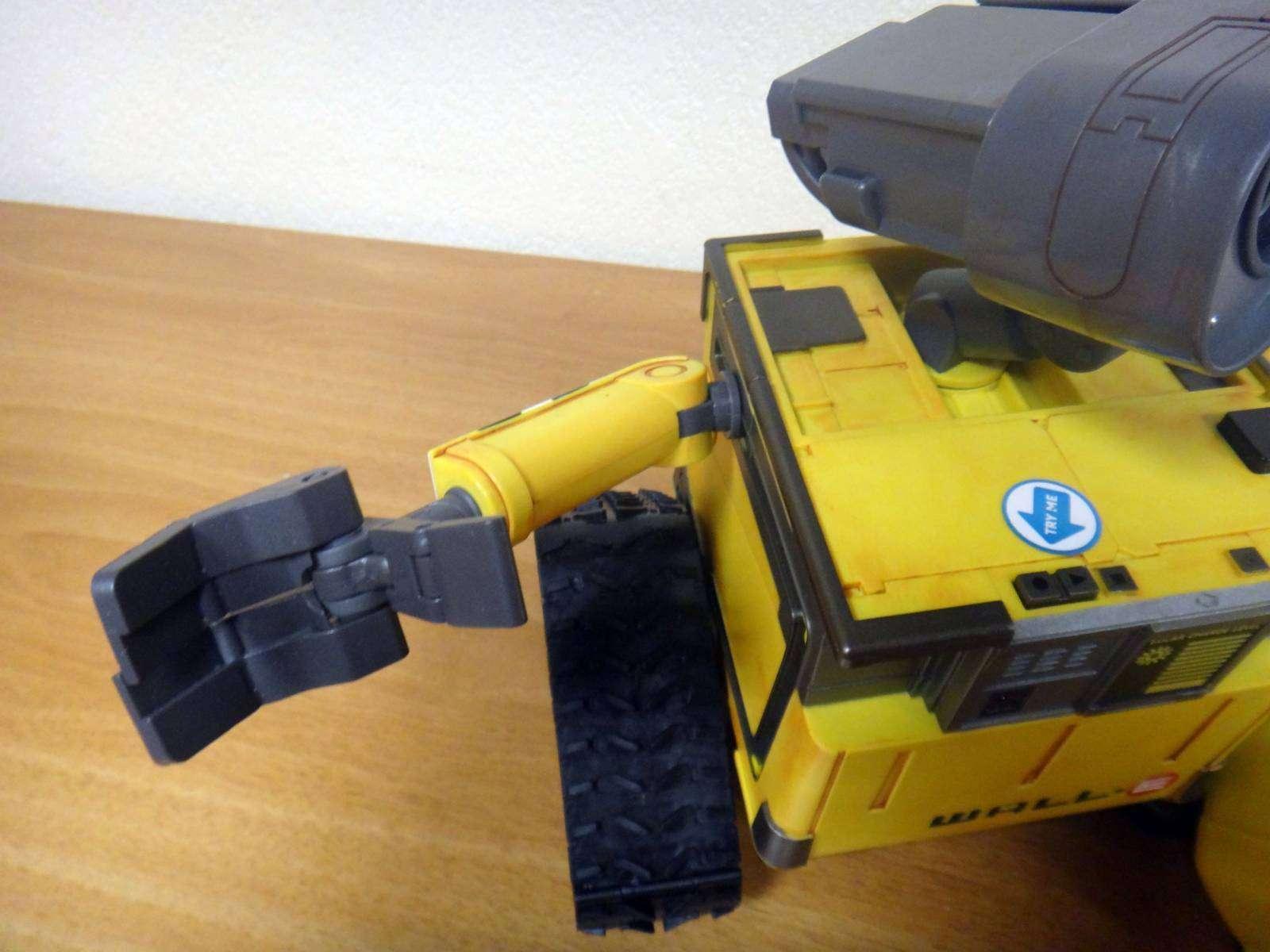 GearBest: Робот-уборщик Валли который умеет танцевать и ждет свою Еву