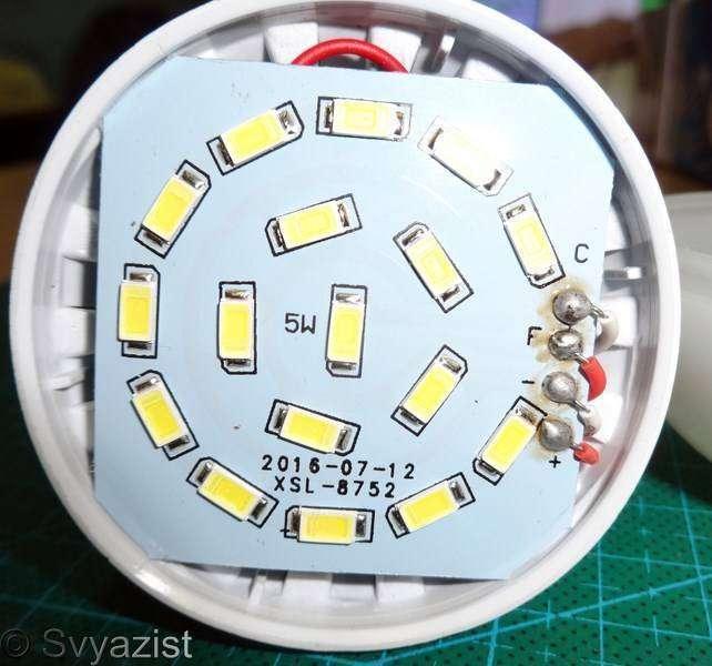 Другие - Китай: Аварийная светодиодная лампа с литиевым аккумулятором, цоколем Е27 и мощностью 5 Ватт
