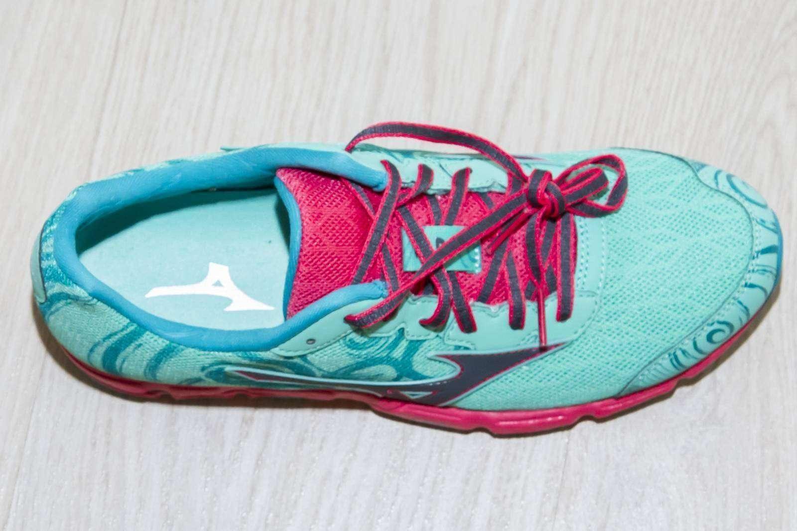 6pm: Яркие кроссовки Mizuno Wave Hitogami 2