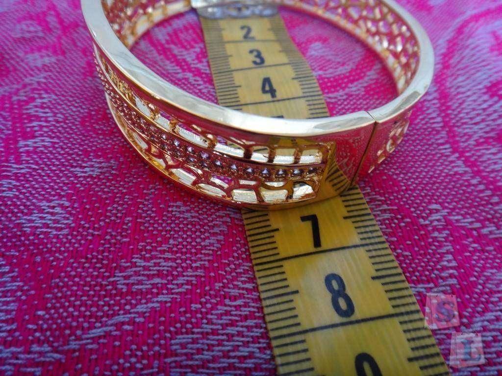 Dresslink: Обзор браслета, который подойдет к любому наряду