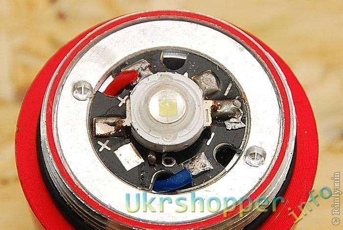 DealExtreme: Фонарик SLH-H602 на 2хАА с традиционным расположением кнопки.