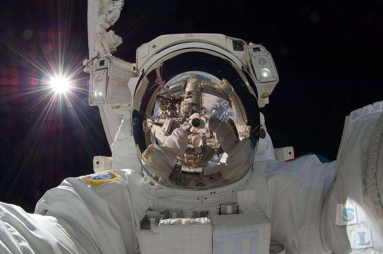 Banggood: Компактный туристический монопод  - BlitzWolf™ Mini Selfie Stick