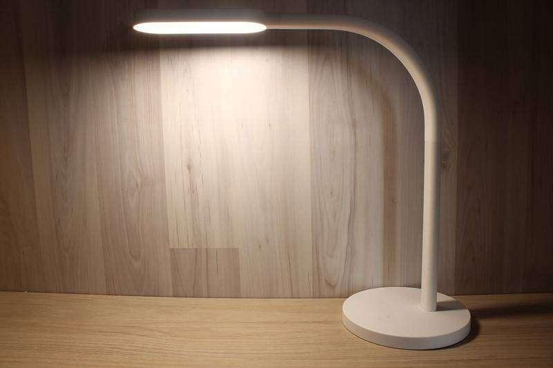 Banggood: Обзор Xiaomi Yeelight – эргономичная настольная лампа со встроенным аккумулятором