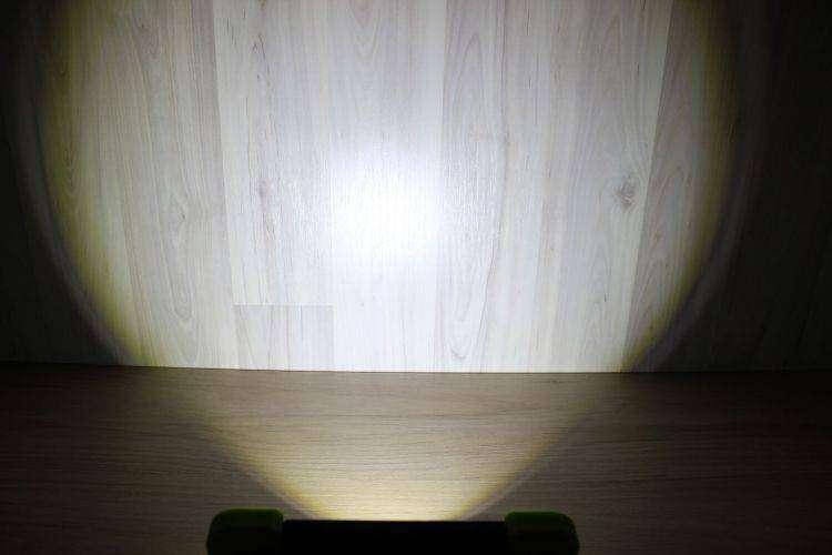 Banggood: Обзор портативного фонаря от Arilux с тремя режимами работы и батареей на 6000 мАч