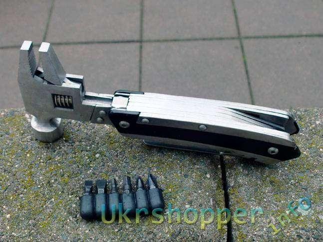 DealExtreme: Multi-Tool \ Мультитул - плоскогубцы, нож, сирейтор нож, напильник, разводной ключ, отвертка + 6 бит.