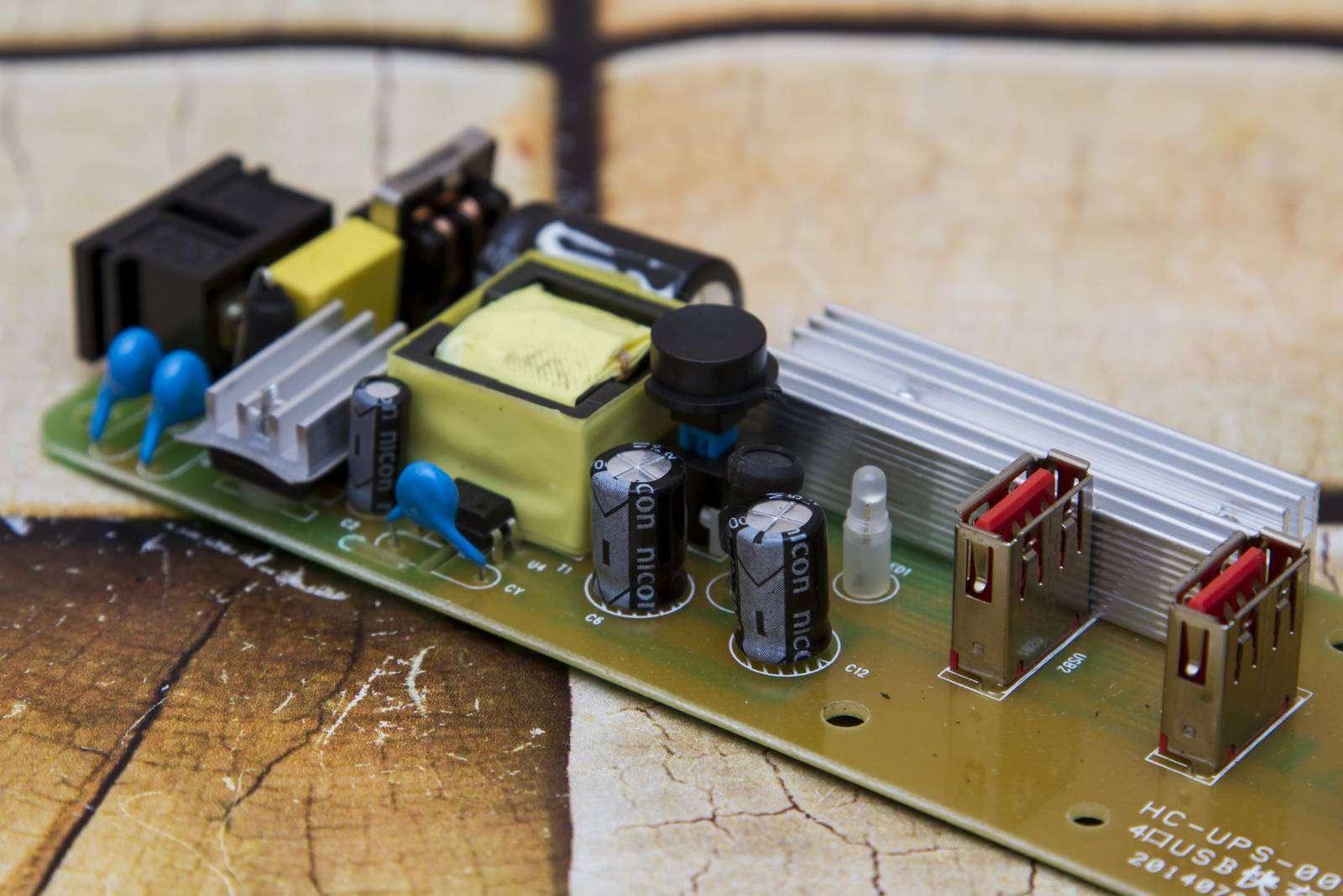 GearBest: Обзор 4х портового зарядного Vina UPS - 004 Intelligent 4