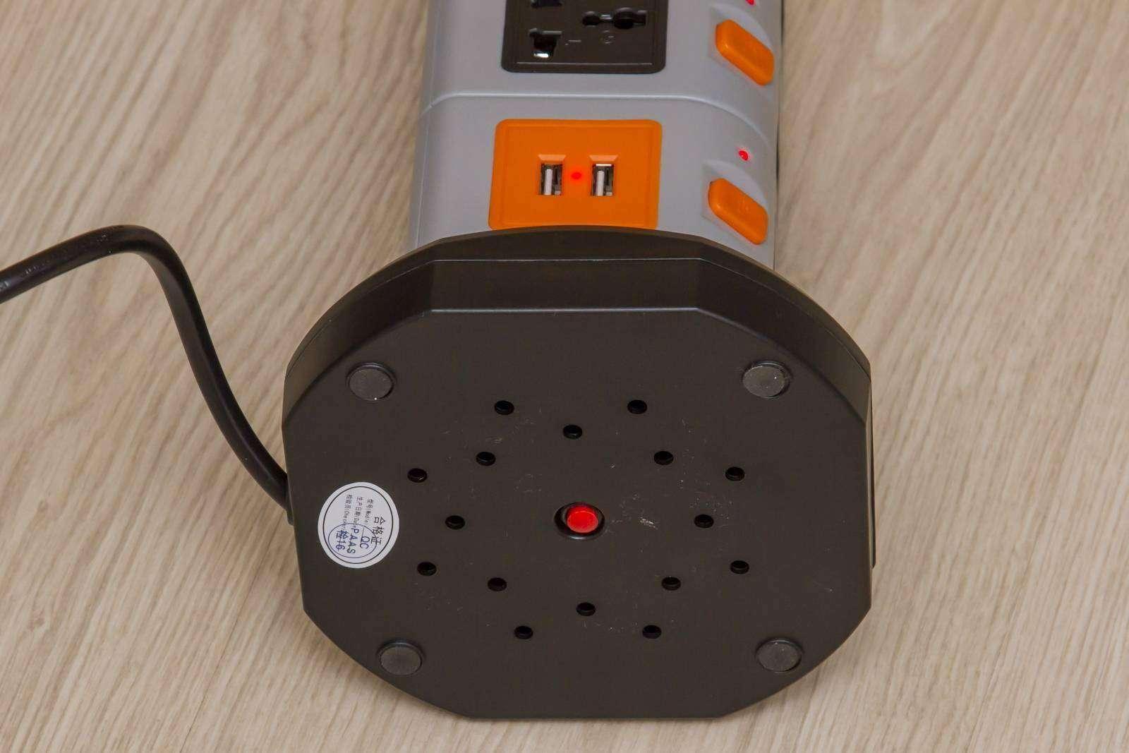 GearBest: Удлинитель на 11 универсальных розеток и 2 USB