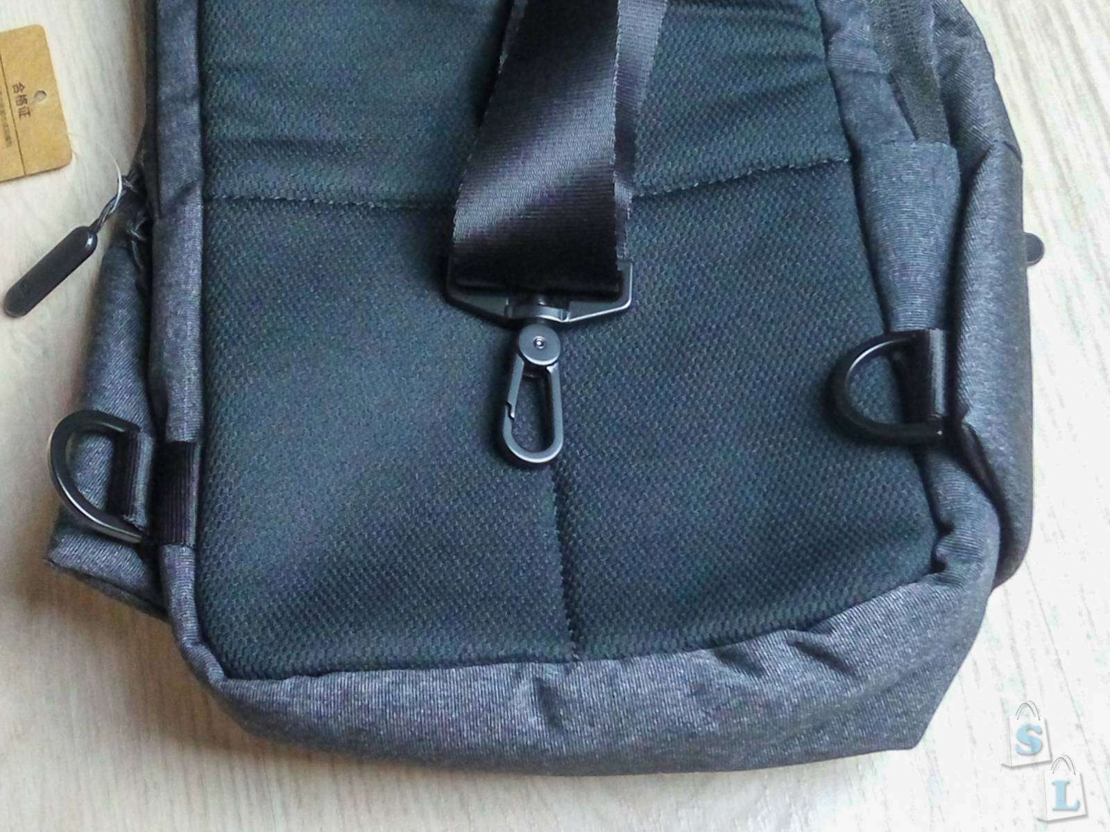 7ba73d836875 Как мы уже упоминали ранее, внутри Meizu Backpack расположены четыре  отделения, два из которых основные, а еще два – дополнительные.