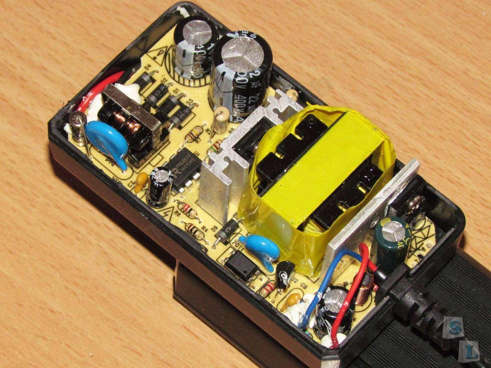 GearBest: FL-4H-LCD-D, или зарядное устройство от неизвестного производителя.