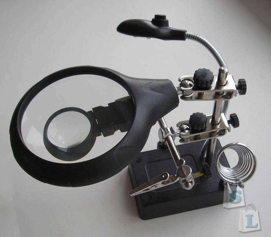 TVC-Mall: 5 LED Auxiliary Clip Magnifier AC/DC Interchangeable Desktop Welding Modelling Tool Purchased («третья рука» с подсветкой)