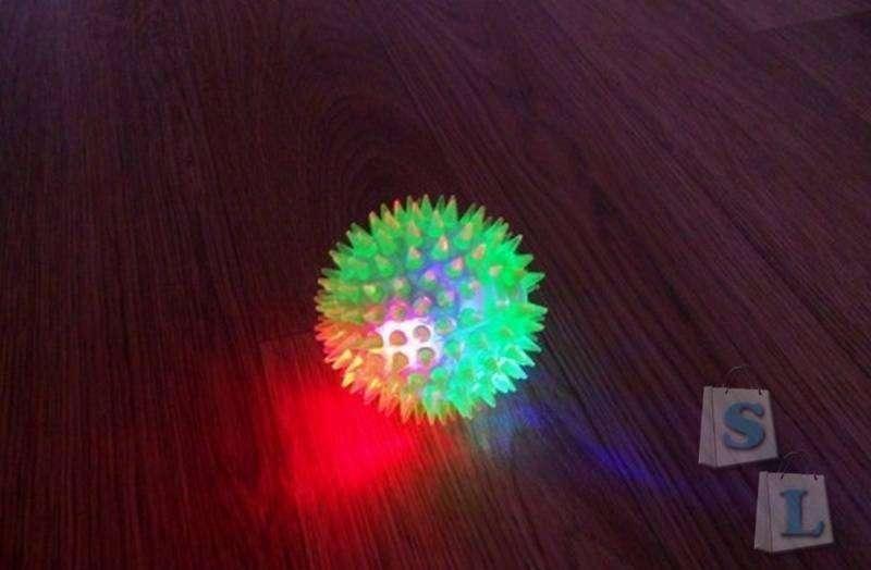 Aliexpress: Светящийся колючий попрыгунчик