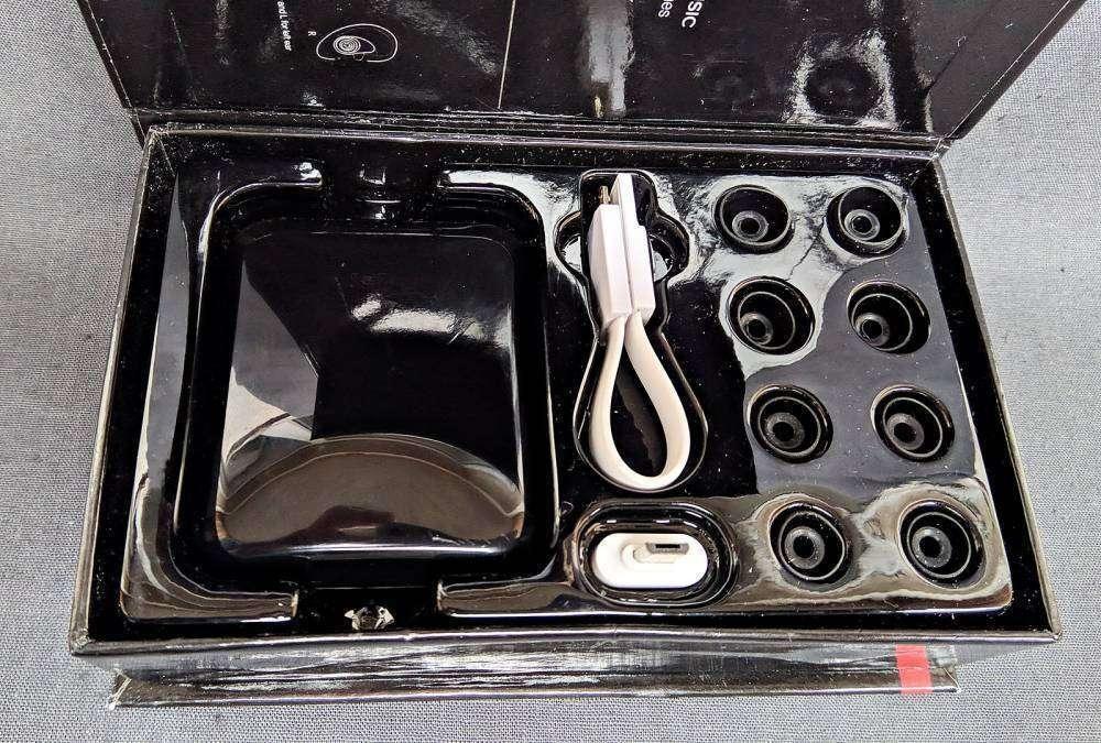 TVC-Mall: Беспроводные наушники Eartana TWS-i7 для занятия спортом и не только  + 2000mAh Power Bank