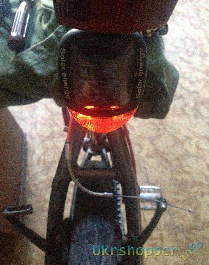 Banggood: Задний велофонарь на солнечной батарее или Solar Power Bike Light