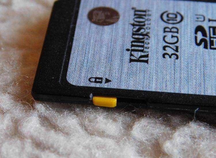 TinyDeal: Флешка KINGSTON Class10 C10 32GB