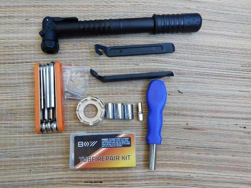 Banggood: Набор вело инструментов в форме фляги для воды