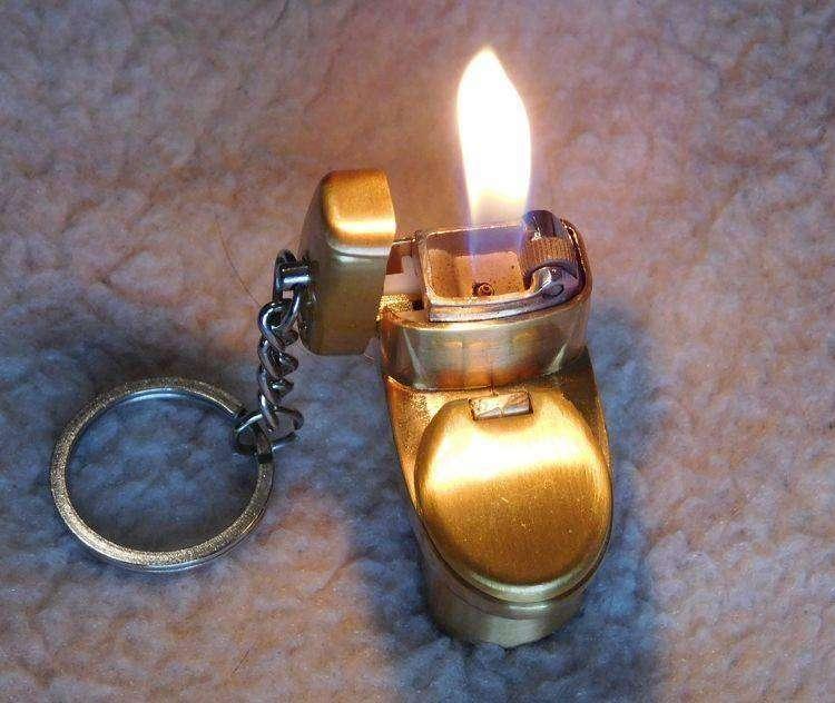 TinyDeal: Зажигалка для веселых людей