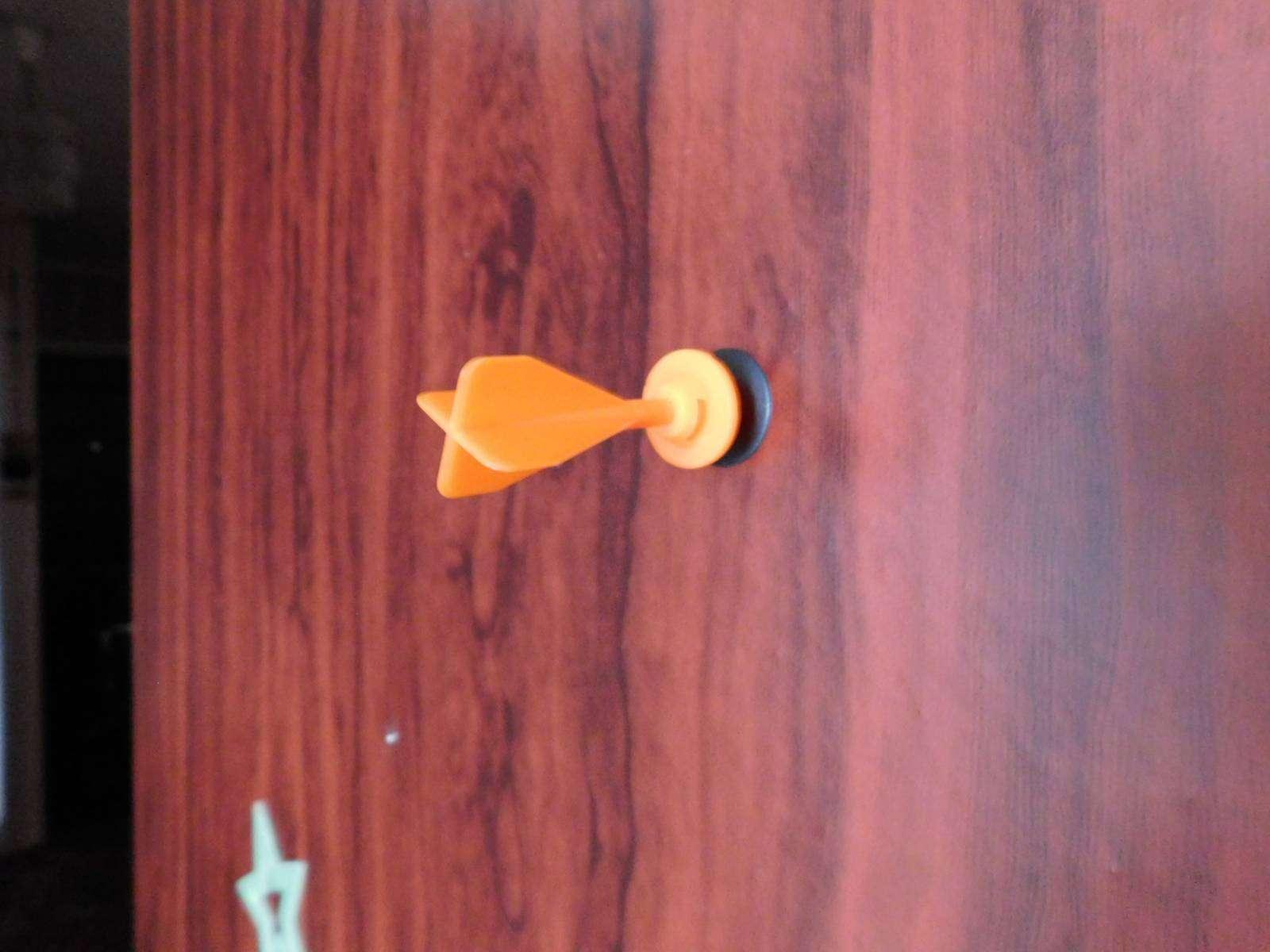 GearBest: Китайский дротик с присоской
