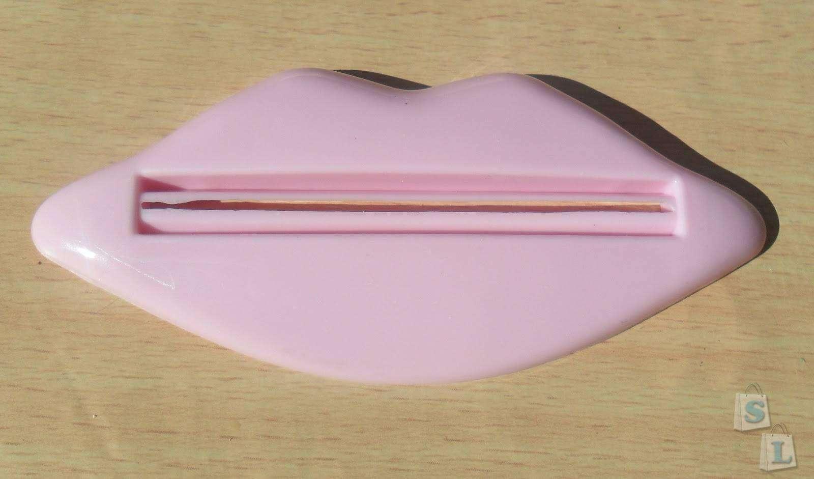 TinyDeal: Давилка для зубной пасты в форме губ