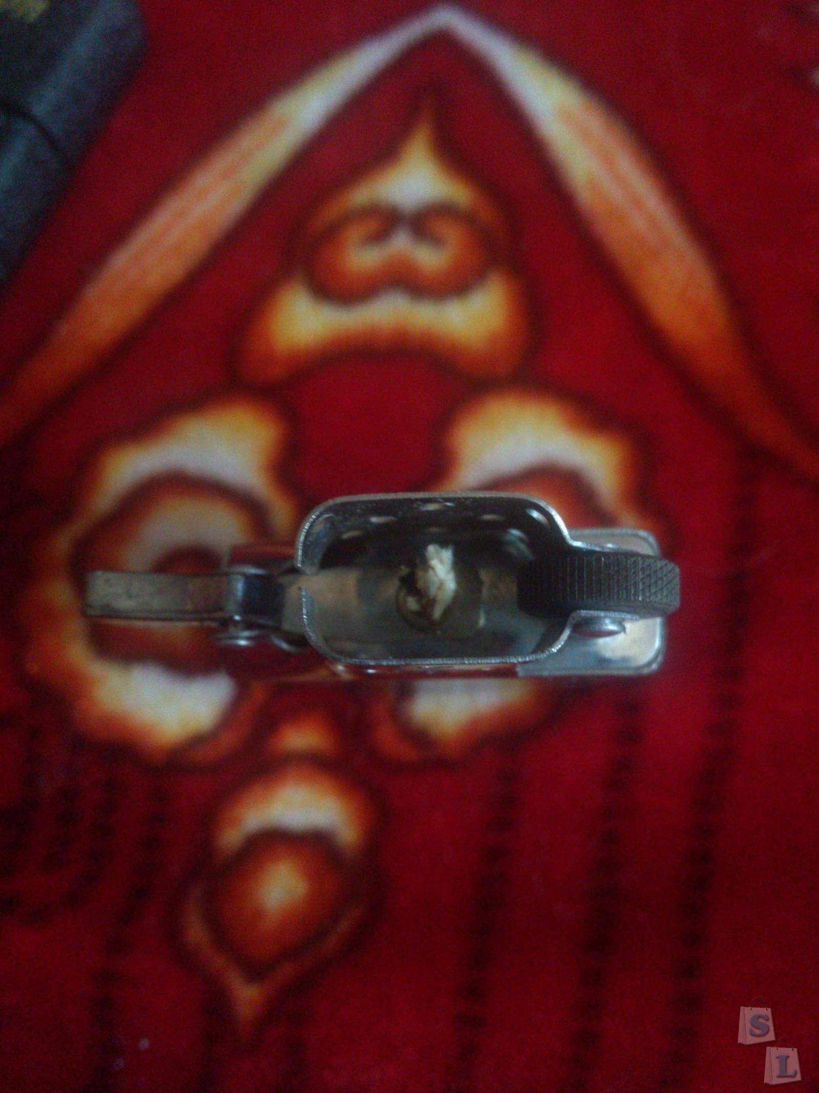 TinyDeal: Бензиновая зажигалка с черепком.