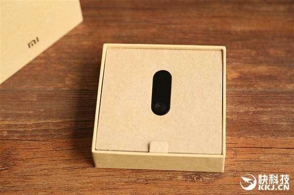 Shopper: Фотографии смартбраслета Xiaomi Mi Band 2