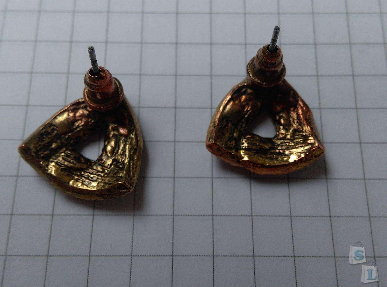 Aliexpress: Серьги-гвоздики с кристаллами