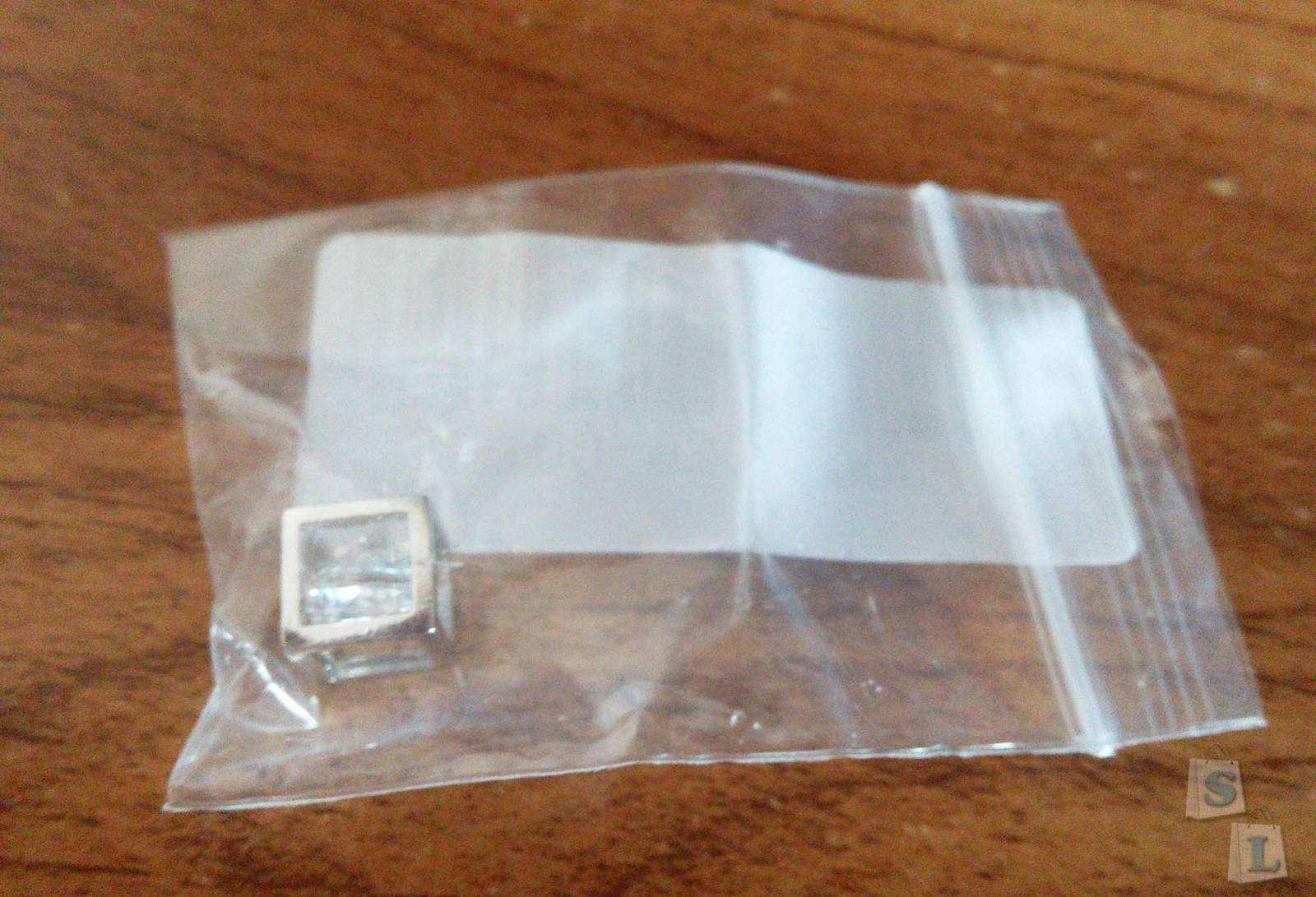 BuyinCoins: Симпатичный кулончик с камушком внутри.