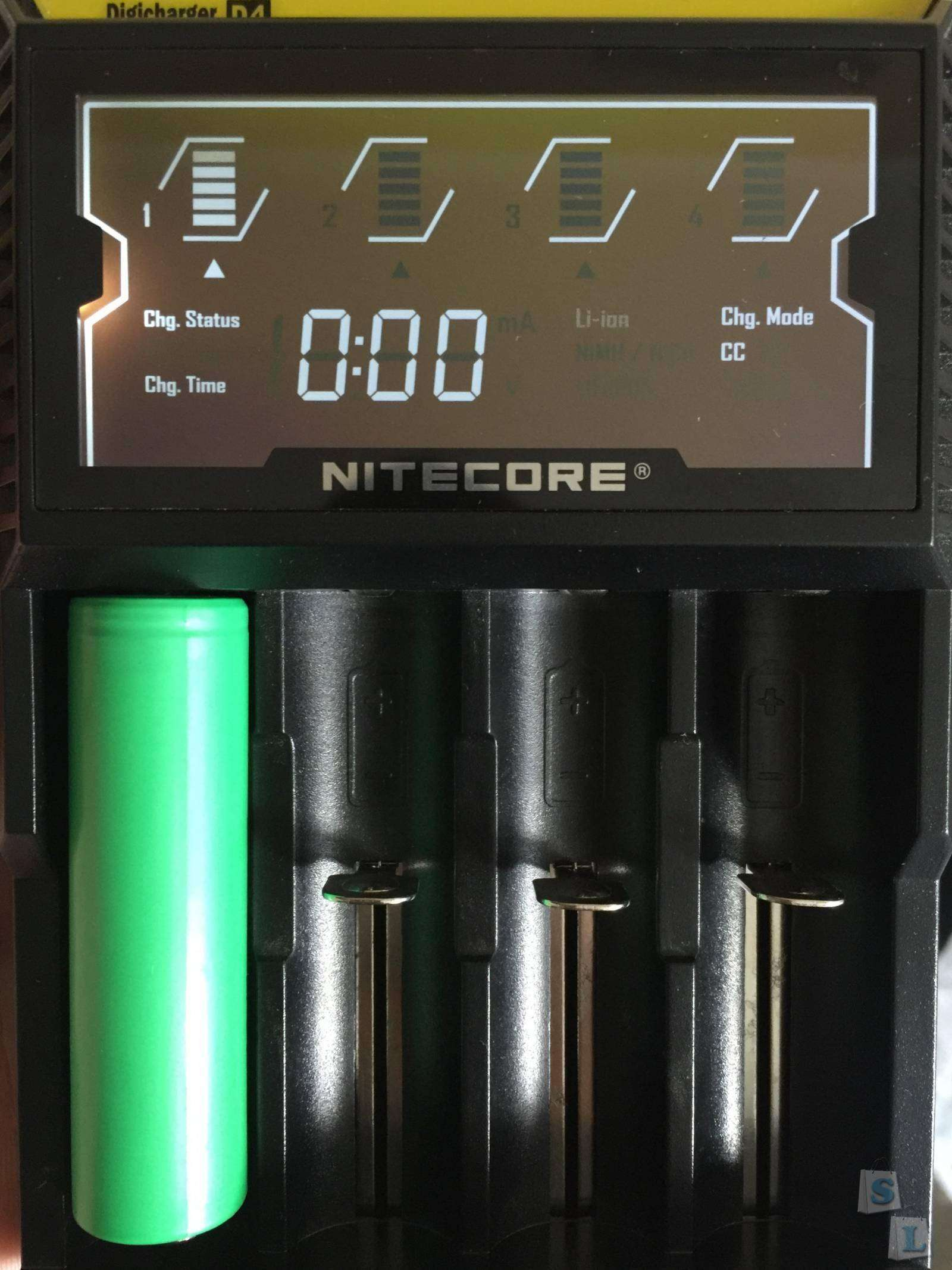GearBest: Внешнее зарядное устройство Nitecore D4