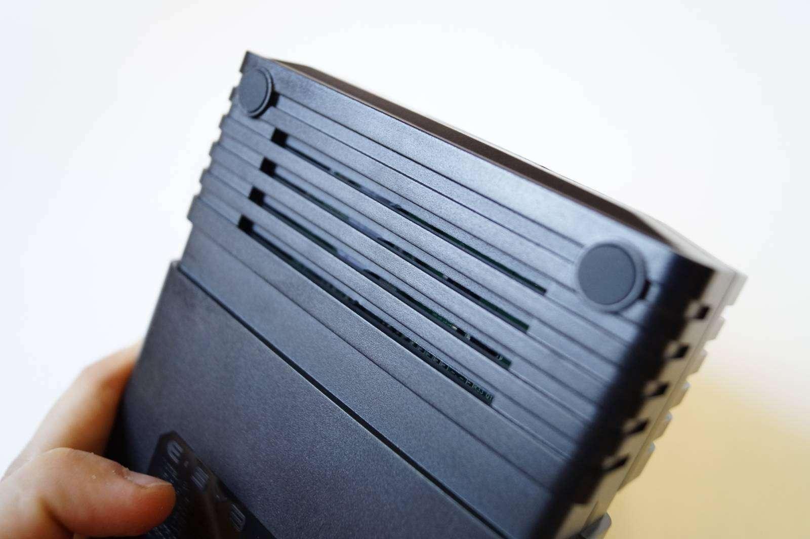 GearBest: Зарядное устройство ESYB E4 с синим зубом на борту.