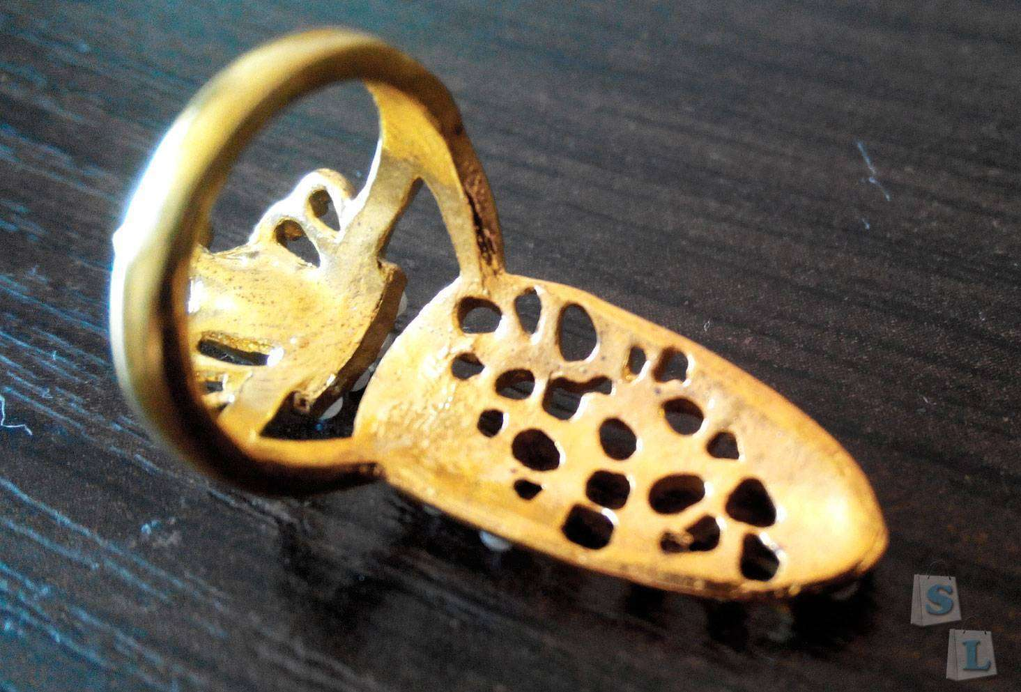 Aliexpress: Необычного вида колечко (бижутерия)