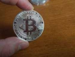 Много сувенирных биткоинов с Алиэкспресс. И как на них можно заработать =)