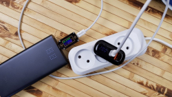 Зарядное устройство Uslion: 18 Вт PD 3.0, поддержка QC 3.0/AFC/FCP и информационный LED-экран