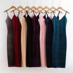 Длинное бархатное платье винного цвета