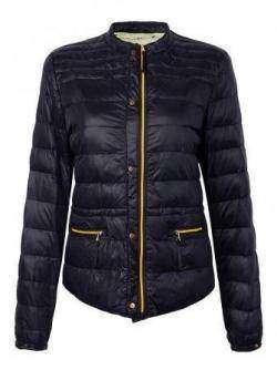 Короткая женская демисезонная куртка-пуховик.