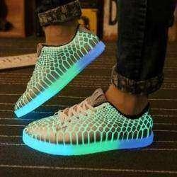 Обзор светящихся женских кроссовок