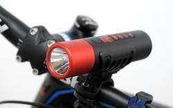 Freeman x7 - фонарик и плеер.