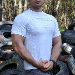 Мужская белая футболка 'в обтяжку'