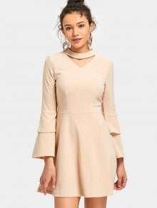 Нюдовое платье с оригинальными рукавами