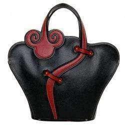 Женская сумочка с интерестным дизайном