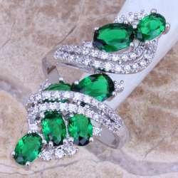 Красивое кольцо с камнем из кубического циркона