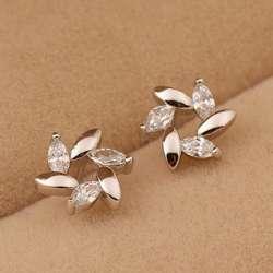 маленькие сережки- пусеты в виде цветка