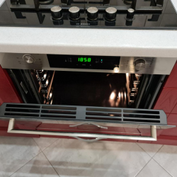 Духовой шкаф Candy FCP825XLE0/E с функцией Wi-Fi и вкусные блюда внутри