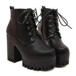 Демисезонные ботинки на широком каблуке с тракторной подошвой