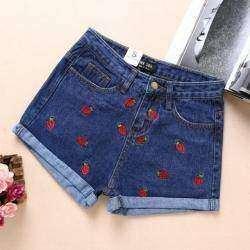 Джинсовые шорты с клубничками