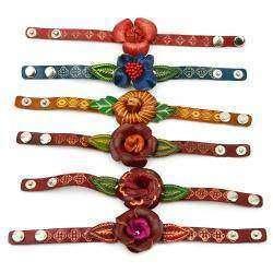 Женский кожаный браслет с тиснением